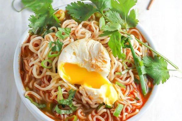 Spicy Srircha Ramen Noodle Soup