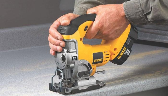 dewaltl dc330b 18-volt cordless jig saw