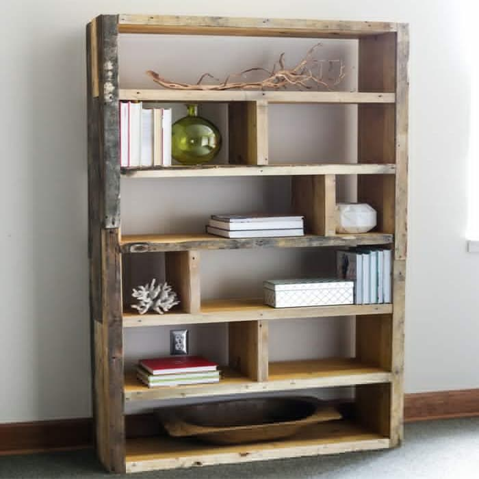 jen woodhouse's crate and reclaimed pallet bookshelf