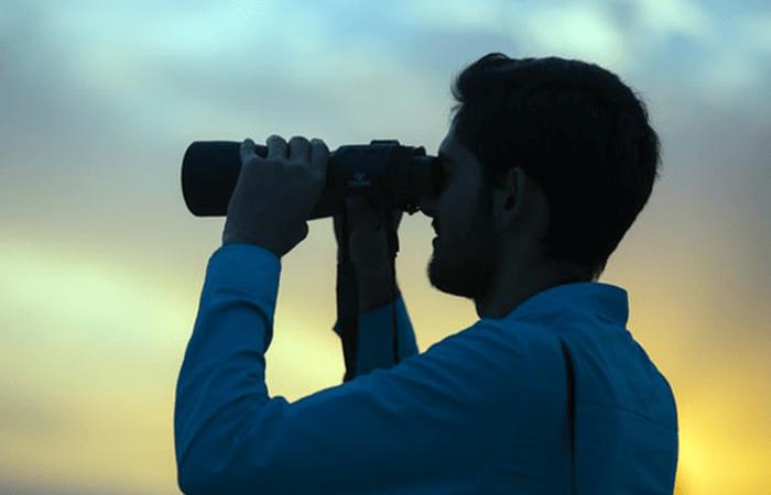 When to Choose Binoculars