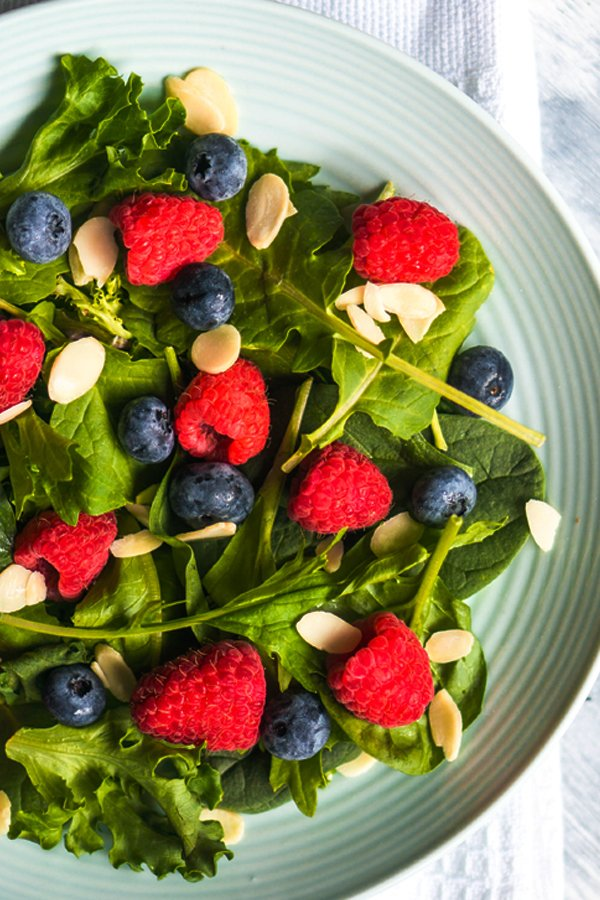 Sweet spinach blueberry salad